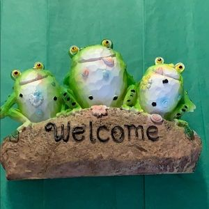 Garden Welcome Frogs New